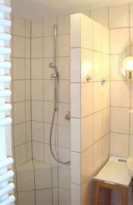 Ferienapartment im Bauernhaus - Dusche / Handtuchtrockner