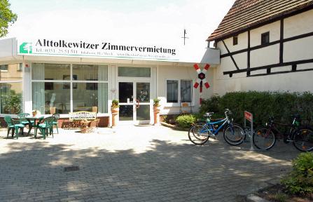 Hofeingang und Fahrradverleih