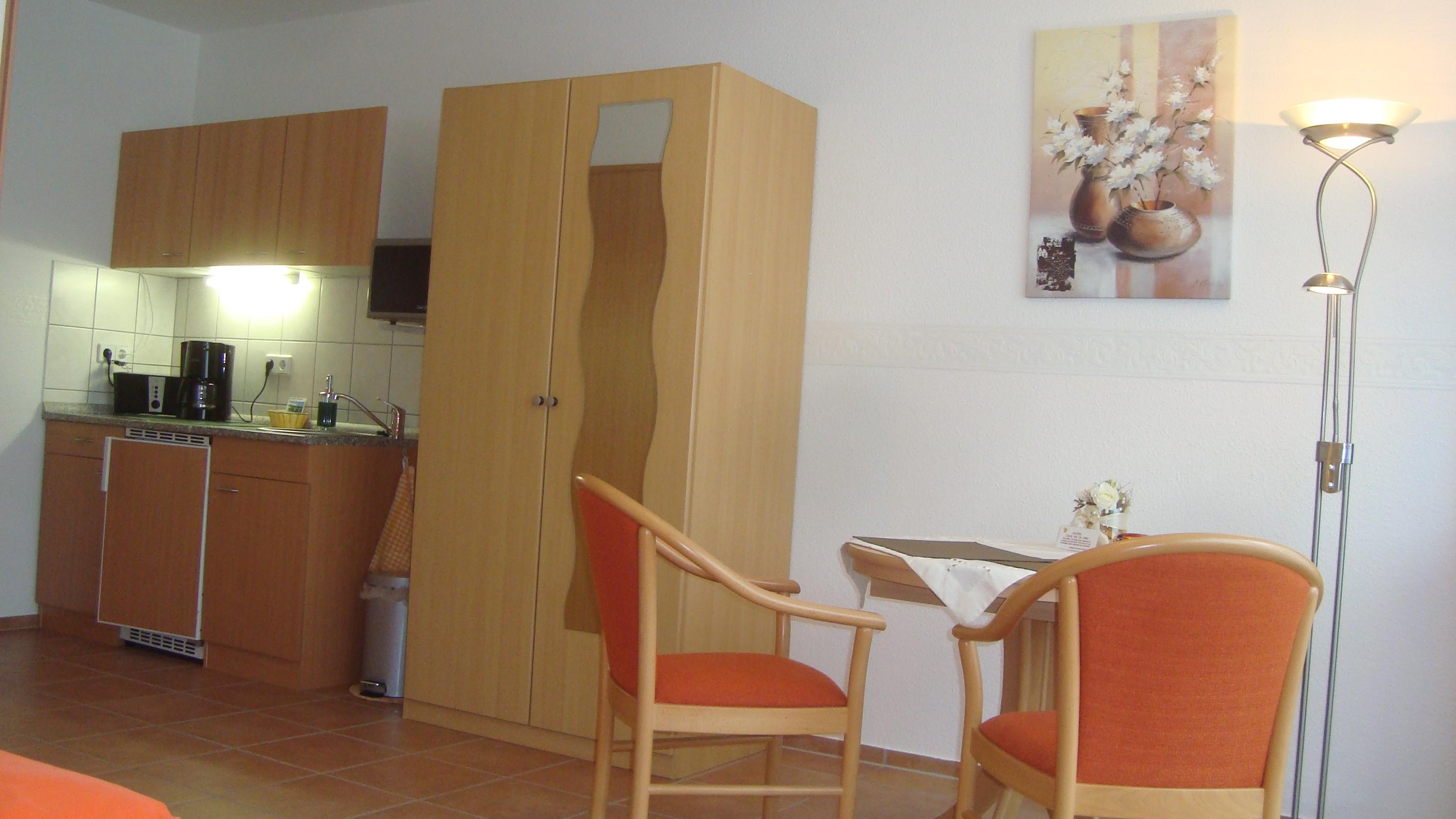 nichtraucherzimmer 1 und 2 urlaub bernachtung in dresden. Black Bedroom Furniture Sets. Home Design Ideas