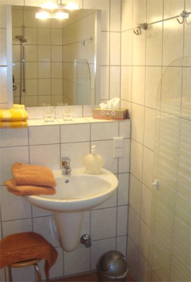 Zimmer 1 und 2 Waschtisch